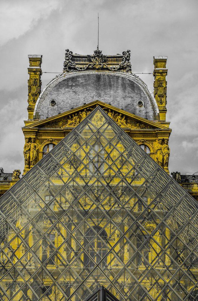 Muzeul Luvru Ghid Turistic Paris