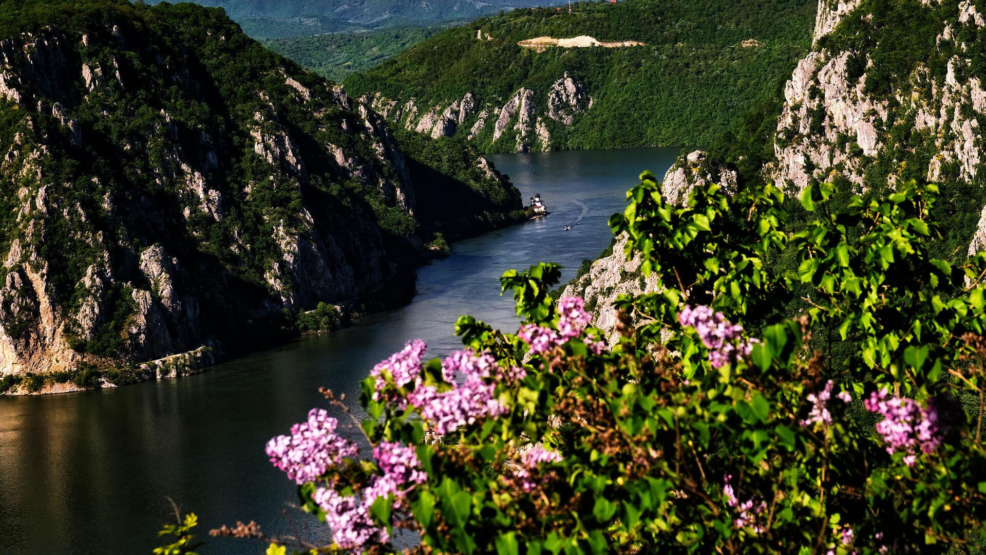 Cazanele Mici de pe Ciucaru Mare Defileul Dunarii